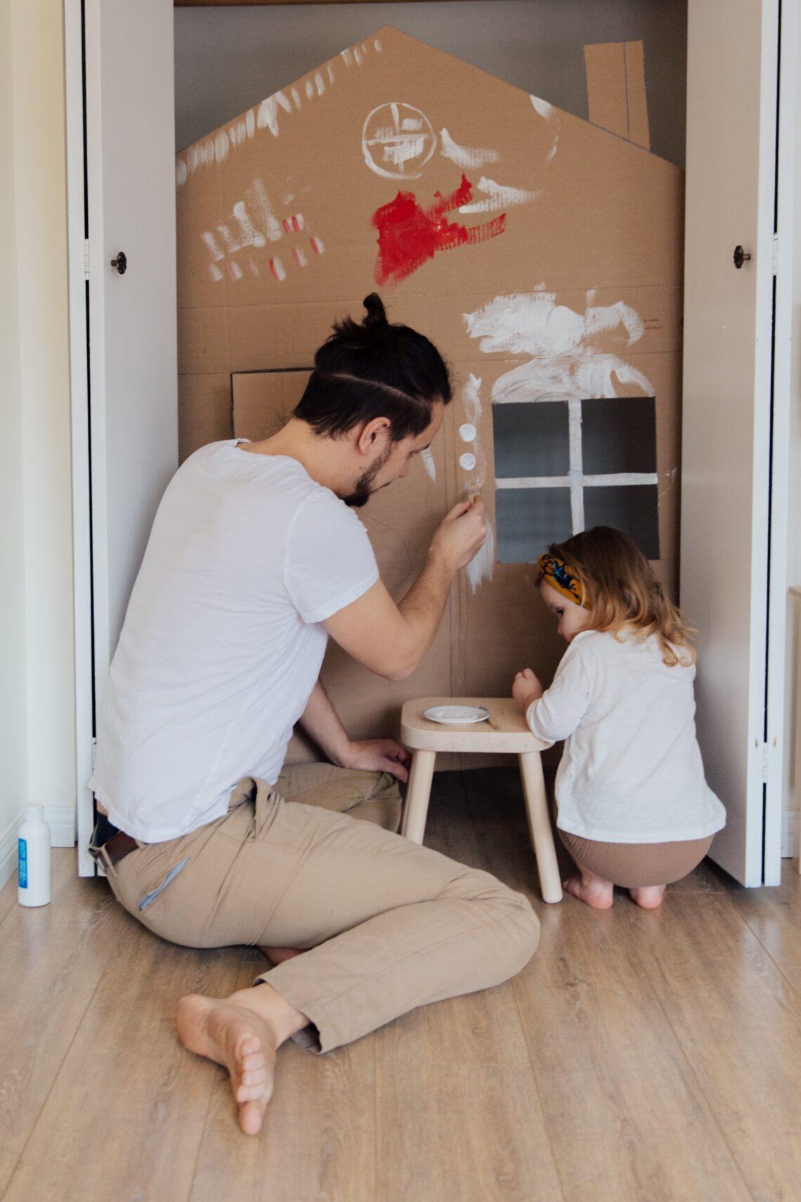 liknologio-dad-and-kid-paint